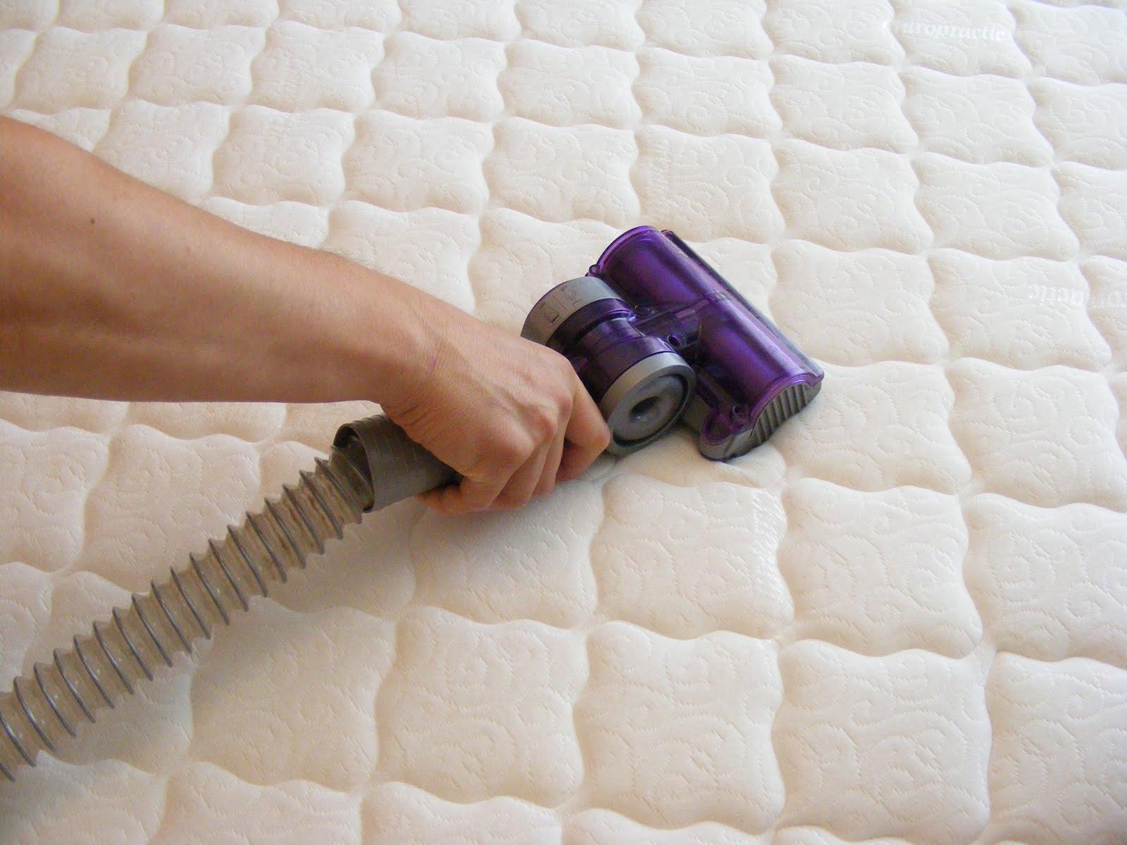 vacuuming-mattress