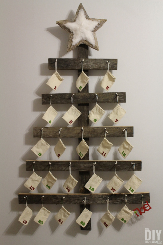 DIY-Rustic-Advent-Calendar-Wall-Mounted-Advent-Calendar-Rustic-Christmas